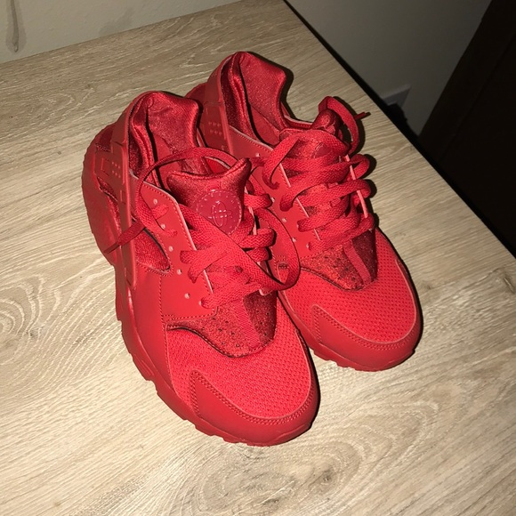 separation shoes bef8e 789ca Red Huaraches Nike